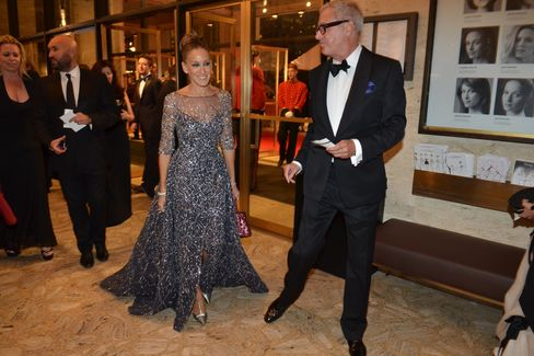 Sarah Jessica Parker arrives with Broadway writer Scott Wittman. Can you spot the Cartier-clad greeters?