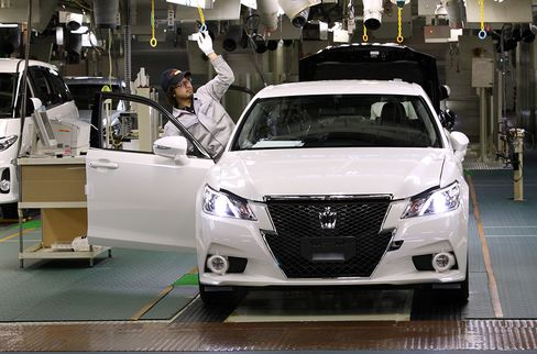 Japan December Industrial Output Rises Less-Than-Forecast 2.5%