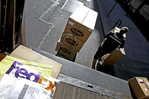 FedEx Fights UPS to Keep $1 Billion Postal Service Contract