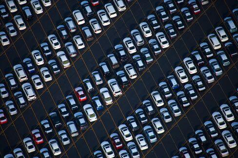 Best Vehicle Sales Streak Since 1973 Boosts U.S. Dealers