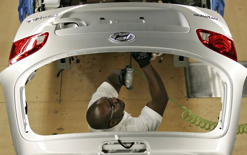 Hyundai Confounds UAW With Good Factory Jobs