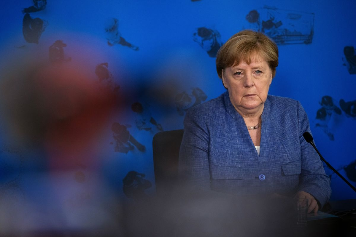 Merkel's Bloc Continues to Slide in German Election Poll