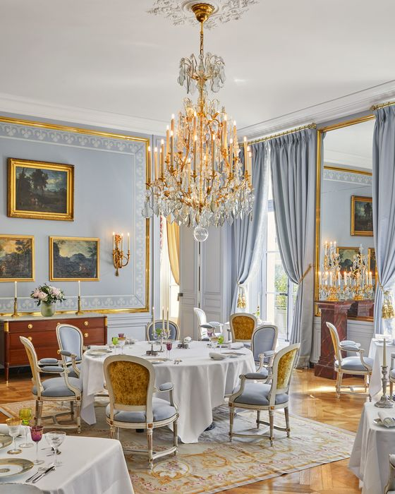 Live Like an Actual King in ThisHotel on the Grounds ofVersailles
