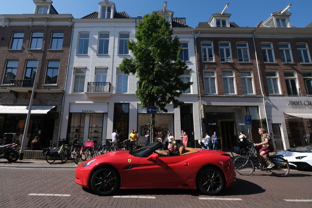 The Rich Still Want to Buy Their Ferraris