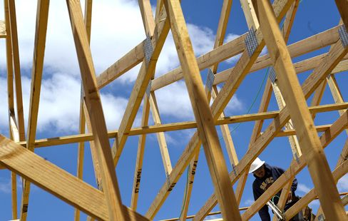 Homebuilders Boom as Lending Masks Uneven Recovery