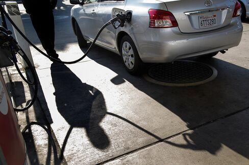Gasoline at U.S. Pumps Surges Most in Five Months as Oil Gains