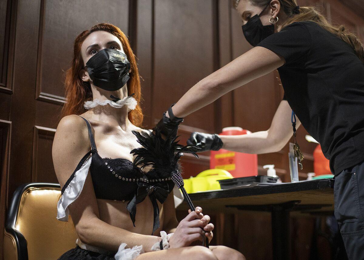 Pejabat Las Vegas Bertemanlah dengan Klinik Vaksin Pop-up Di Klub Strip thumbnail