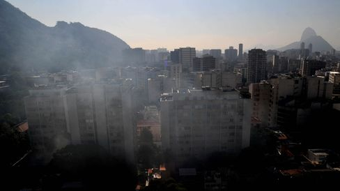 Fogging to combat dengue is carried out in Rio de Janeiro.