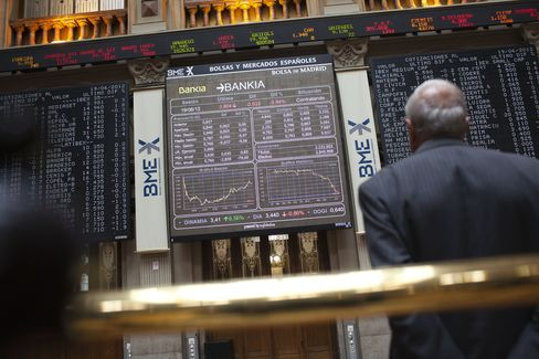 Euro Halts Gain Before Spain Bond Sale, Ministers Meet on Crisis