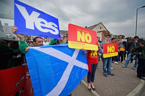 Yes and No Campaigners in Scotland