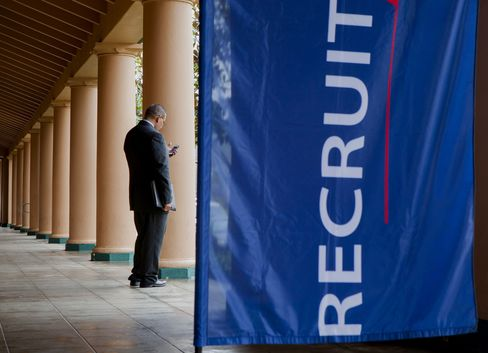Algorithms Cull Job Seekers in Slow Recovery for U.S. Employment