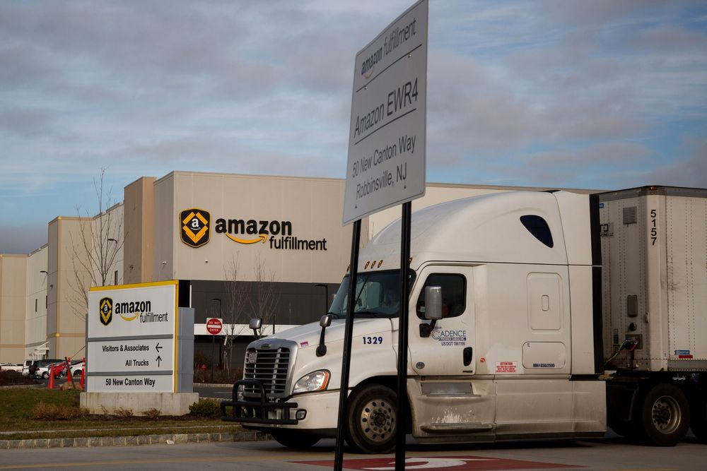 Amazon Gives FedEx and UPS More Reasons to Worry - Bloomberg