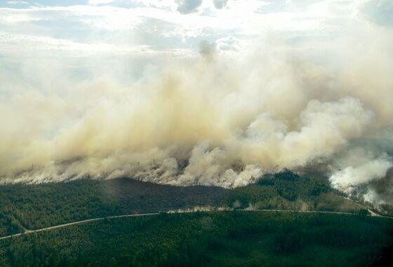 Firefighters Across Europe Rush to Help Sweden Battle Blazes