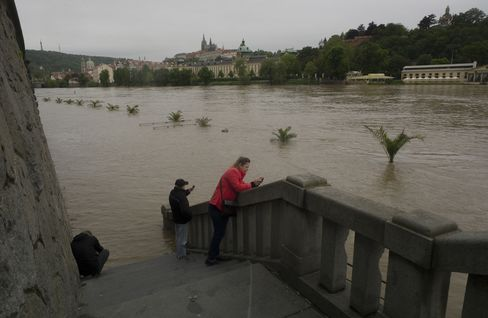Prague Braces for Cresting River as Floods Paralyze Center