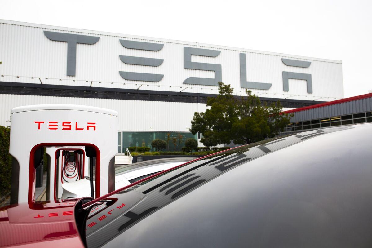 Tesla Says Short Seller Is Funding Ex-Employee's Lawsuit