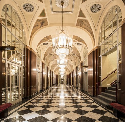 One of the ornate corridors that link the lobby to the ballrooms and outlying public spaces, where you can find antique-filled cases.
