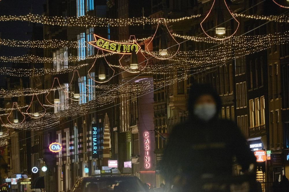 New Style Christmas Lights 2021 Amsterdam S War On Tacky Holiday Lights Explained Bloomberg