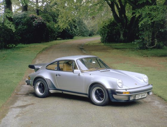 Vintage Porsches' 683% Gain Fuels Returns in Carmakers' Home