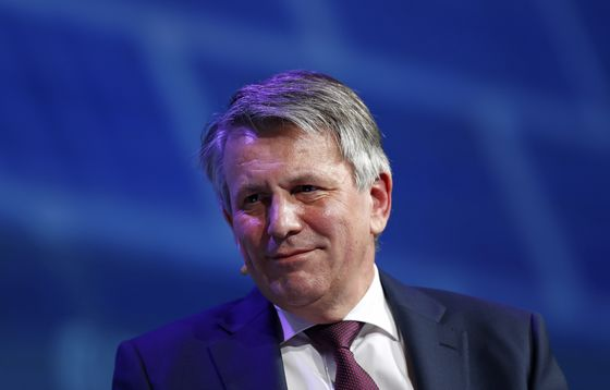 Oil CEOs Jostle for Global Natgas Crown Under Putin's Gaze