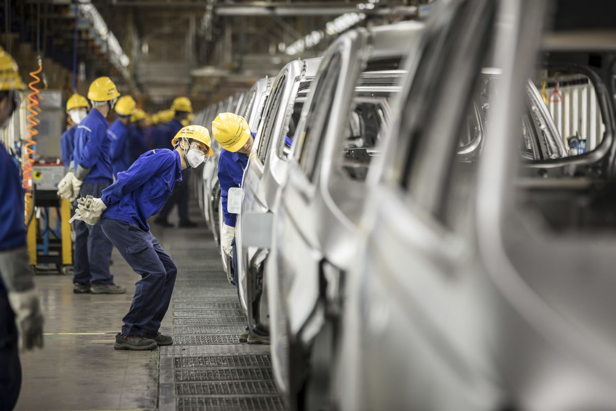 China's Biggest Carmaker Targets Best Sales Growth in a Decade