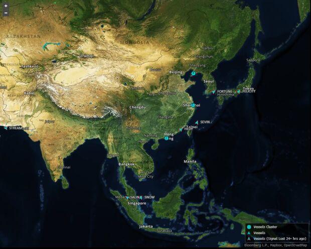 связан с миллионами баррелей иранской нефти, накапливаемой в портах Китая