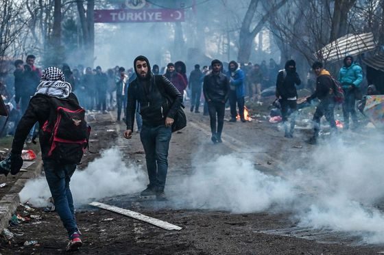 Erdogan Leaves Europe Guessing on Syrian Refugees, Again