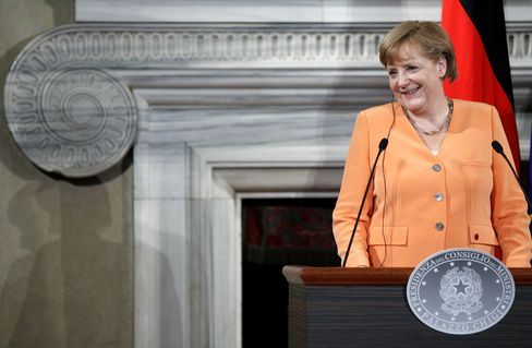 Merkel Allies Harden Opposition to Granting Bank License to ESM