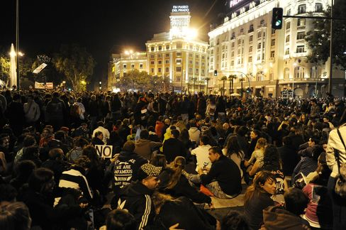 Madrid Protesters March Again as Spain Braces for Budget Cuts