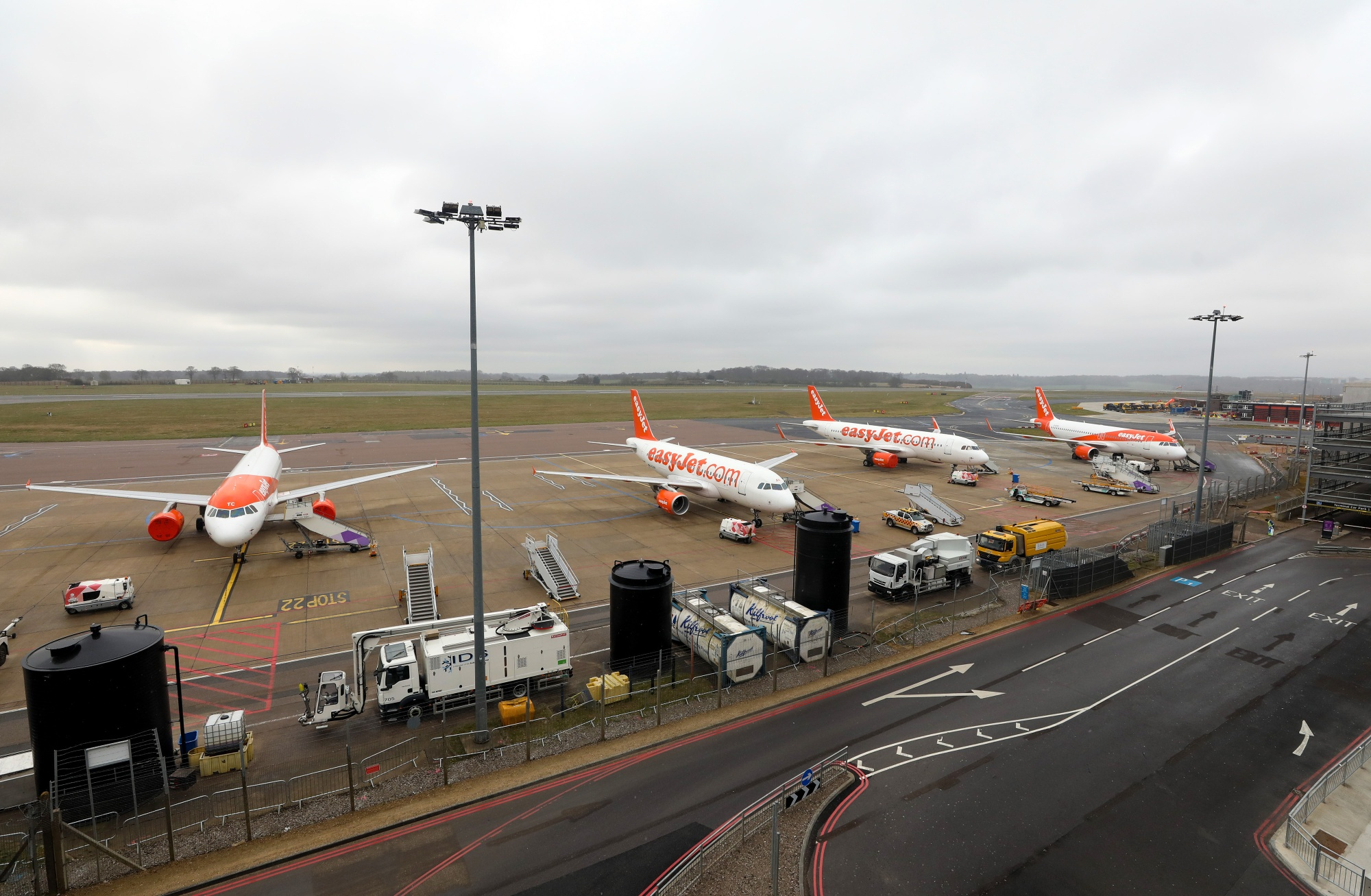 EasyJet Plc Grounds Fleet, Plans to Build Buffer Against Virus Blow