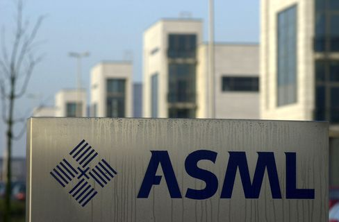 ASML Bookings Drop 27% as Earthquake Hurts Some Chipmakers