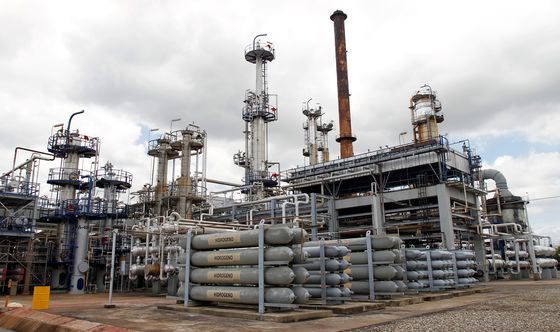 Venezuela Refinery Deal Valued Bonds at 24 Cents on the Dollar