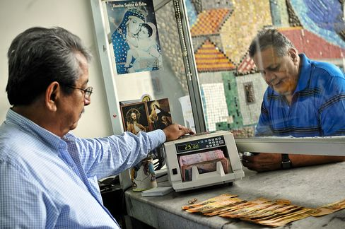 Venezuelans Desperate for U.S. Dollars Get Defrauded on Internet