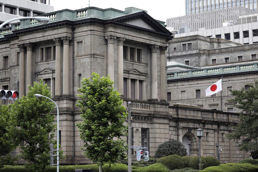 Why Abe Should Postpone the Tax Hike