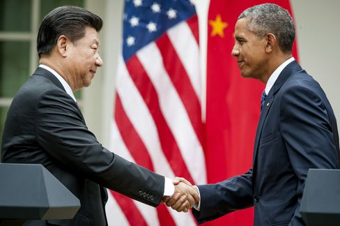 Xi Jinping shakes hands with Barack Obama at the White House on Sept. 25, 2015.