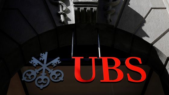 UBS Dodges Specter of Defaults But Warns Earnings May Take Hit