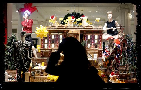 U.K. Retail Sales Unexpectedly Fall as Consumer Gloom Persists
