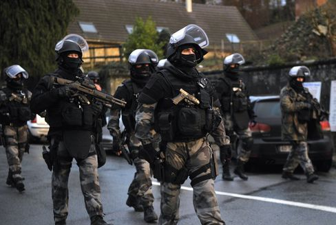 French special forces carry out searches as part of an investigation following the Hebdo attacks