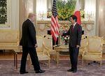 首脳会談に臨むトランプ大統領と安倍首相