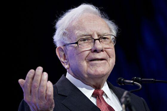 Buffett's Berkshire Snaps Up Record $24.7 Billion of Own Stock