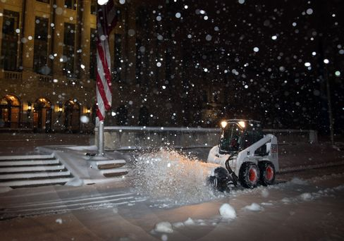 Washington Snow Grounds Flights, Shuts Government Offices