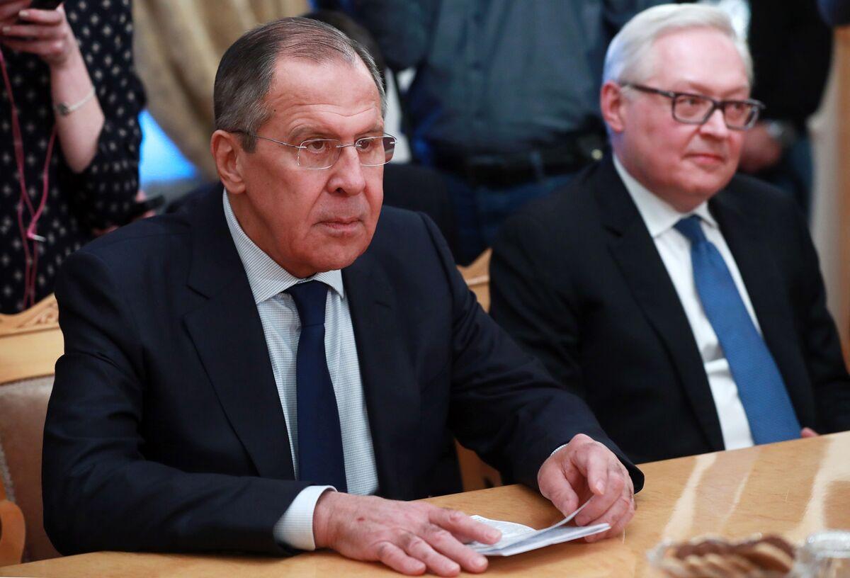 Russia Rejects Extending Iran Arms Embargo, Defies U.S. Pressure