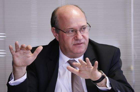Brazil Holds Key Rate at 6.50% As Prices Drop, Growth Drifts