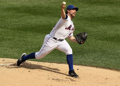 R.A. Dickey Wins 20th Game, First for Mets Since Viola in 1990