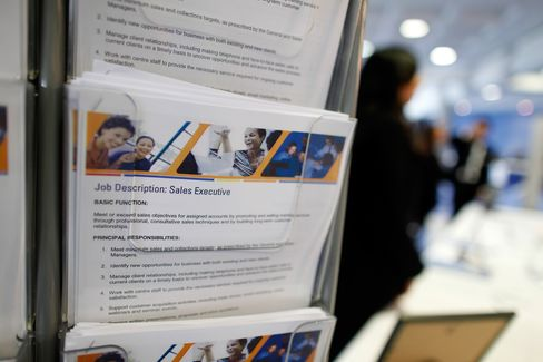 U.K. Unemployment Unexpectedly Falls in Sign of Stabilization