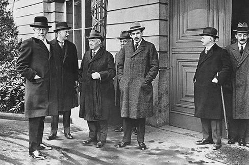 Keynes at a 1922 meeting to stabilize the German mark