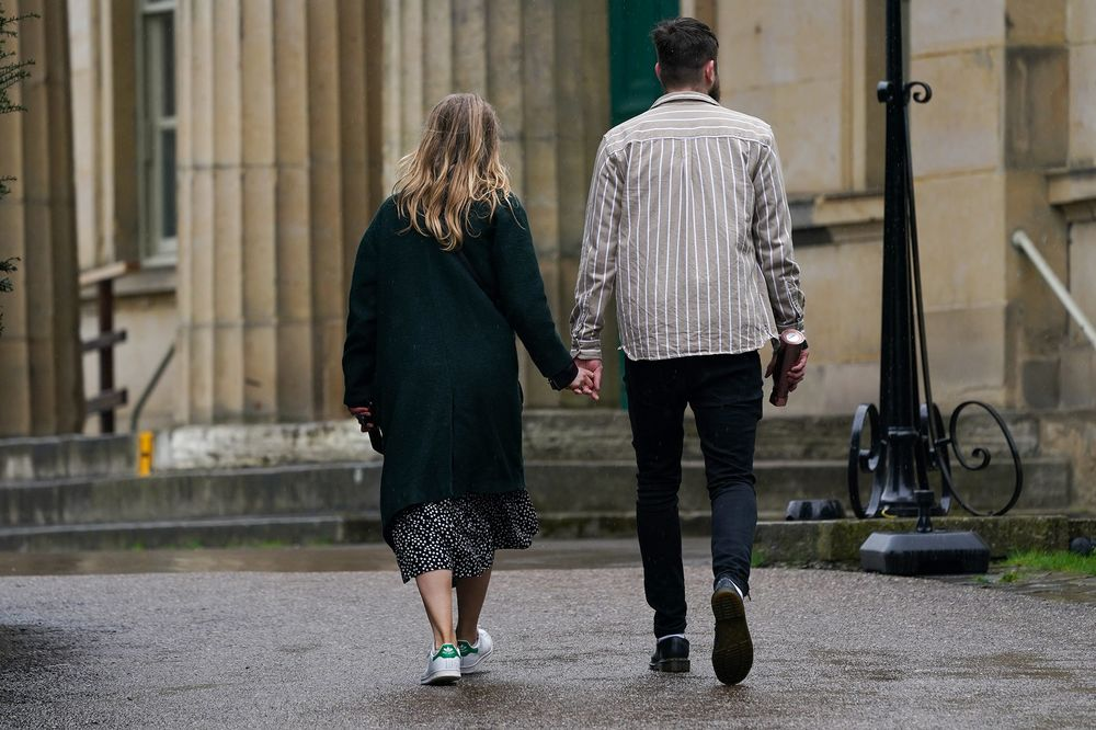 U K Tells Dating Couples Facing Lockdown To Make Your Choice Bloomberg