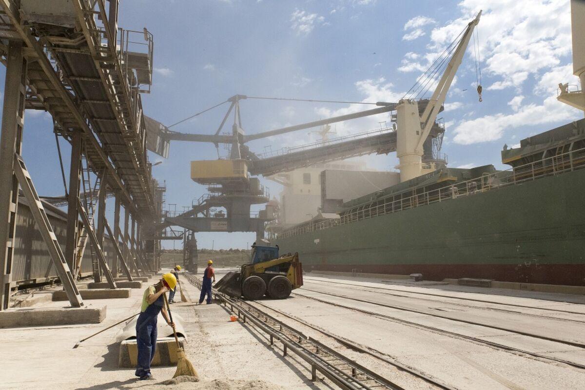 Ukraine's Ports Show Struggles to Join Global Economy - Bloomberg