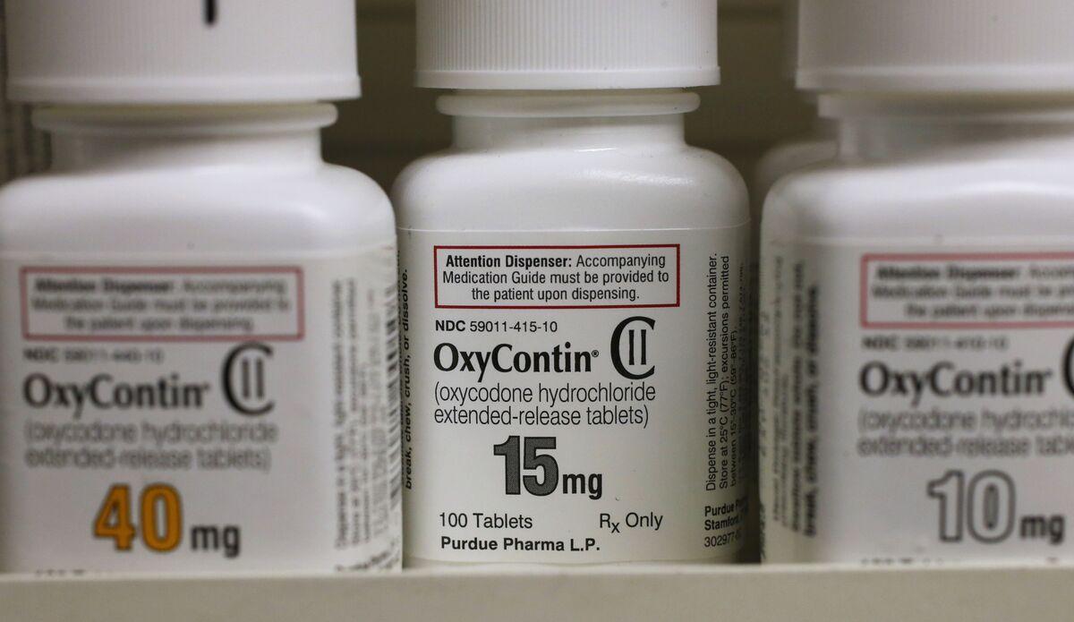 Purdue's Sacklers Must Face Massachusetts Opioid-Marketing Suit