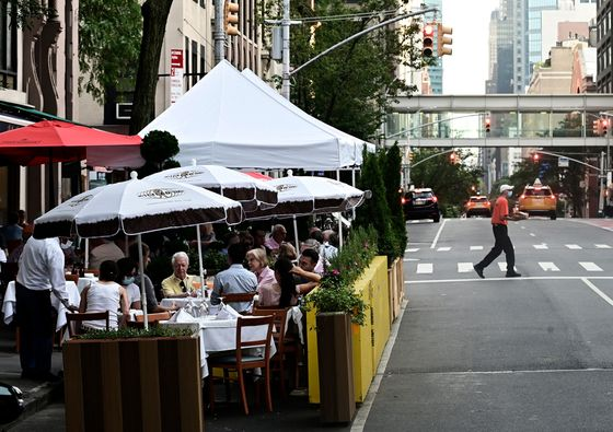 Cars Are Uninvited Guests When Americans Dine in Parking Lots