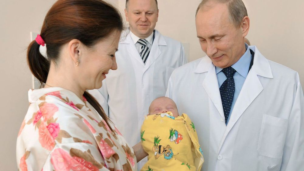 Before Election Putin Offers 8 6 Billion To Russians To Have More Babies Bloomberg